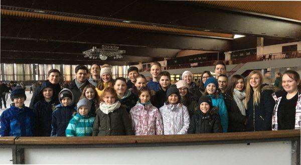 Jungmusiker in der Eishalle