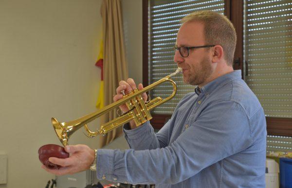 """Hans-Jürgen """"Hansi"""" Waidler als Dozent bei der MVG Big Band"""